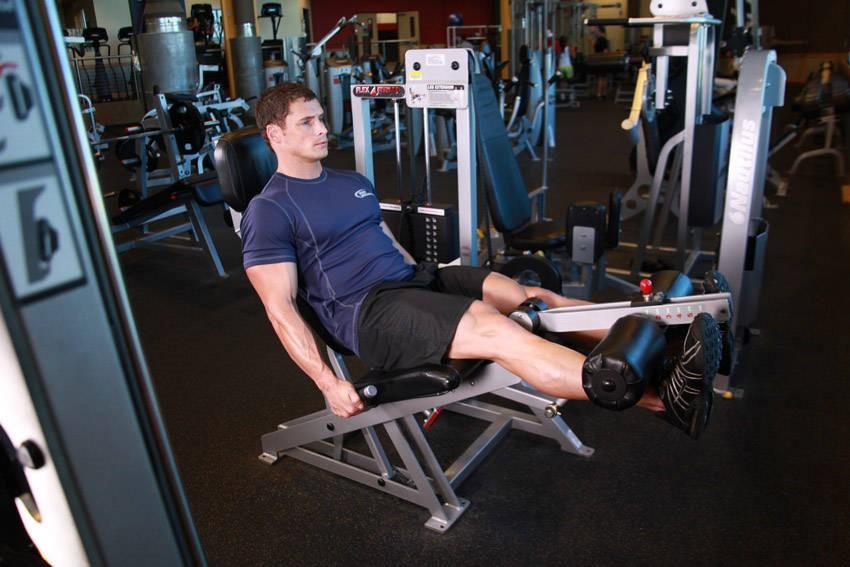 Ba bài tập cơ chân hiệu quả chỉ với máy tập chân 1